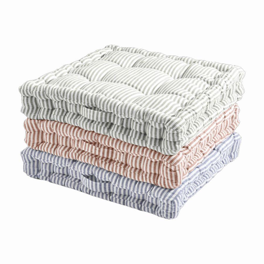 Cojín suelo rayas colores Exterior: 100% algodón orgánico. Relleno: 100% algodón. Tamaño: 45 x 45 x 6,5 cm.