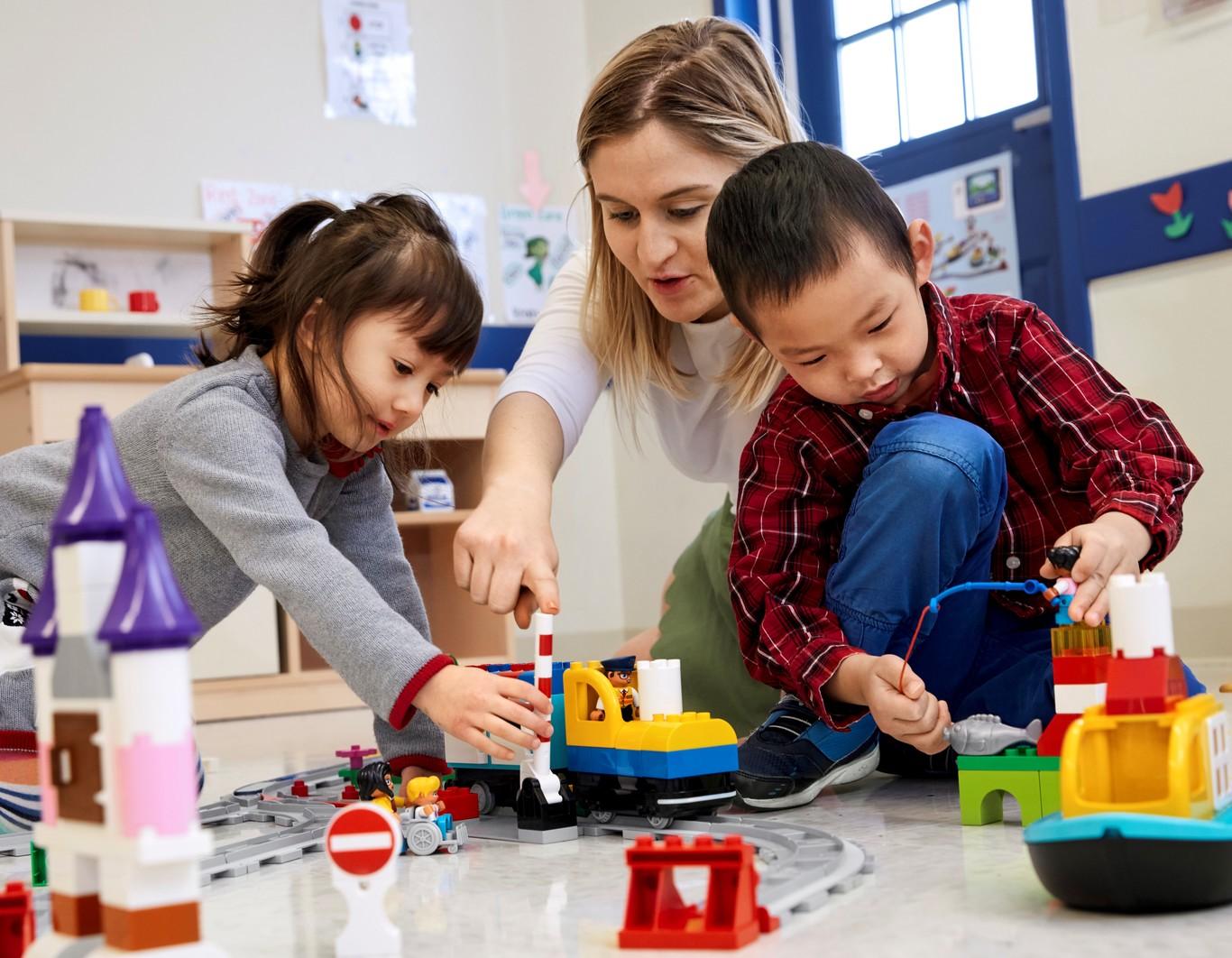 Lego Coding Express: si tienes 2 años ya puedes empezar a programar jugando con un tren