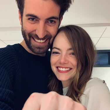 Emma Stone se compromete con Dave McCary y presume de anillo en Instagram