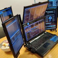Cuando crees que te basta con una pantalla llega Expanscape y presenta Aurora 7, el portátil con siete pantallas integradas