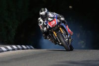 Michael Dunlop deja tirado al Milwaukee Yamaha en pleno TT