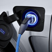 Por qué los coches eléctricos son más caros que los de combustión: la razón está en el ADN de las baterías