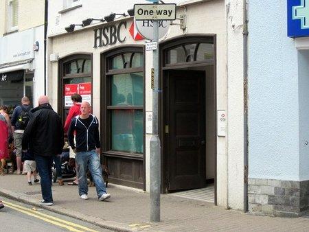 Lavado de dinero de droga y terrorismo ensombrece al mayor banco del Reino Unido