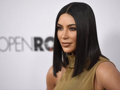 Solo Kim Kardashian podía sacar adelante un look con leggings y sujetador transparente, ¡misión cumplida!