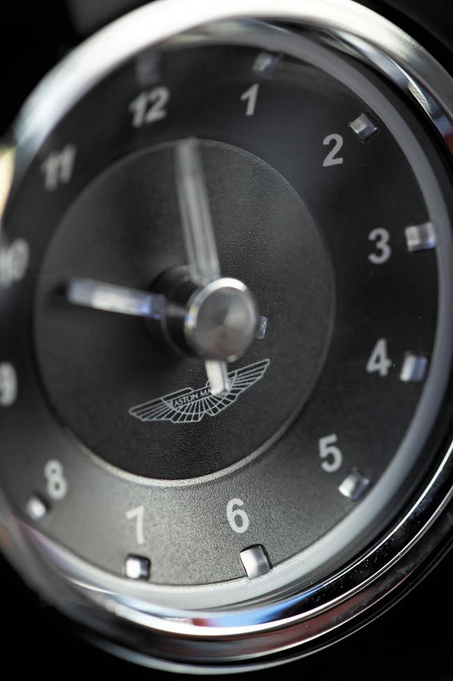 Foto de Aston Martin DBS (49/93)