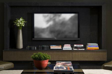 Tenemos un problema: las pantallas de televisión son cada vez más grandes, pero nuestras casas no