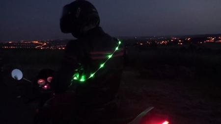 Segunda luz en el casco, cinturon de LED, más propuestas para aumentar la visibilidad