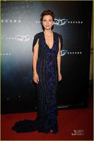 Maggie Gyllenhaal, de Zac Posen, en el estreno de Batman en Barcelona