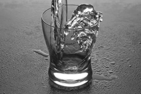 Se comprueba por primera vez que beber agua ayuda a adelgazar