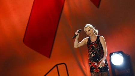 La gala Life Ball, o cuándo Charlize Theron metió la pata con su Givenchy Alta Costura