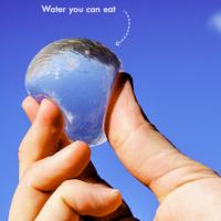 Una botella de agua redonda, comestible y open source que puedes hacer en tu propia casa
