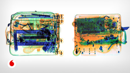 Rayos T miran a través de maleta
