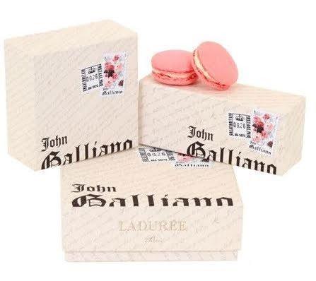 Macarons de alta costura... por John Galliano