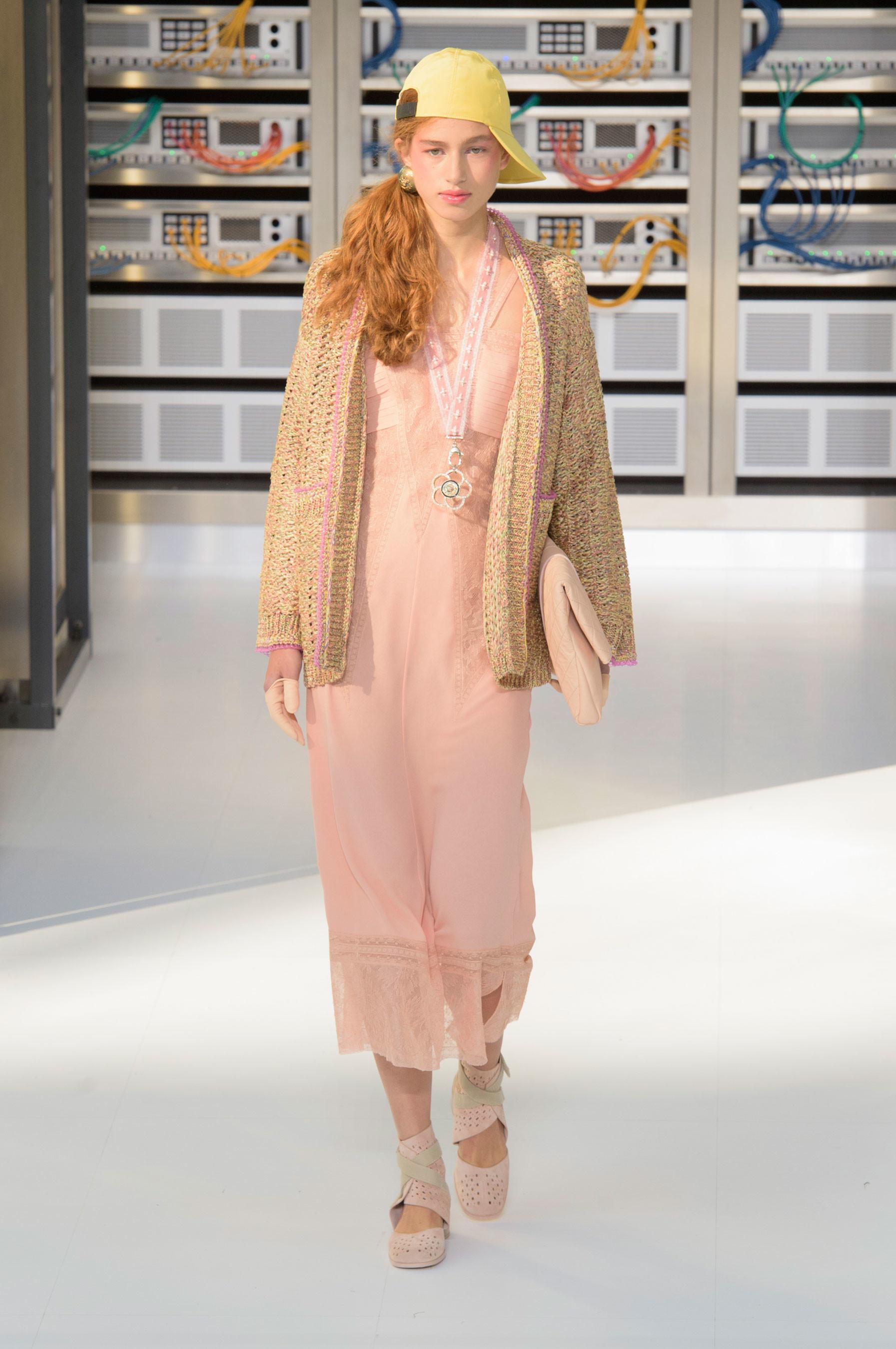Foto de El regreso al futuro de Chanel en su colección Primavera-Verano 2017 (81/96)