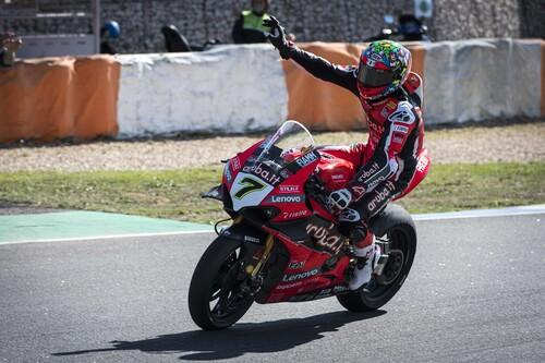 Chaz Davies se despide de Ducati con victoria mientras que Xavi Forés le da el título de marcas a Kawasaki