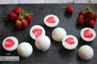Una alternativa de dulce saludable: bombones helados de fresa y yogur