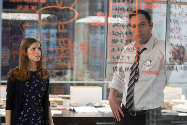 Anna Kendrick y Ben Affleck en El Contable