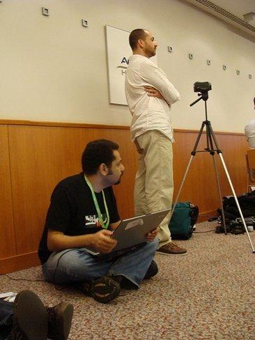 """El bloguero egipcio Wael Abbas recuerda a Twitter que """"todos nuestros tweets están violando la ley"""""""