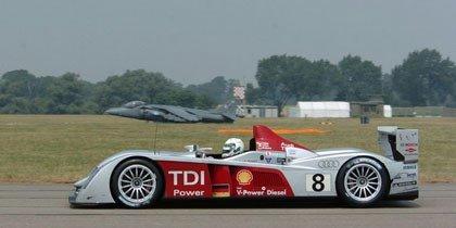 El Audi R10 se mide contra un Harrier