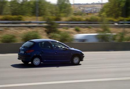 Peugeot 206 en autopista