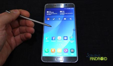 """Samsung responde al """"problema"""" del stylus no reversible del Galaxy Note 5"""