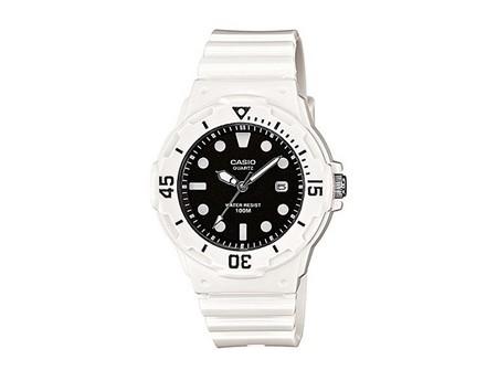 Si necesitas hacer un regalo puedes tirar de los clásicos: reloj Casio Collection LRW-200H por 16,20 euros en Amazon