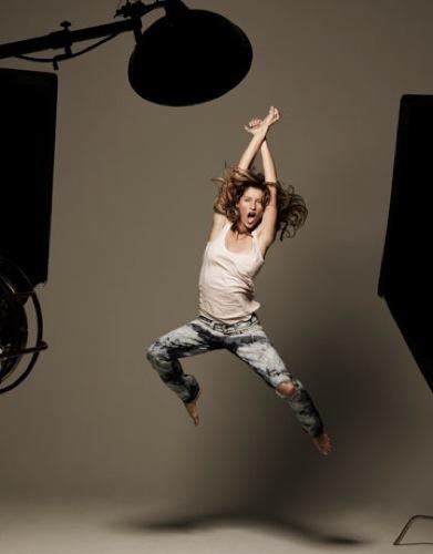 Foto de Gisele Bundchen en la portada de abril de Harper's Bazaar  (2/10)
