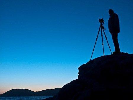 Un fotógrafo al atardecer, de Alfonso Molina