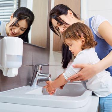 Cómo lavar y desinfectar las manos para prevenir infecciones como el coronavirus, según la OMS