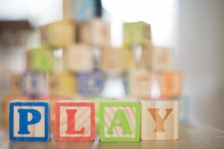 Volvamos a lo básico: bloques, figuras y puzzles, los mejores regalos para niños recomendados por la AAP