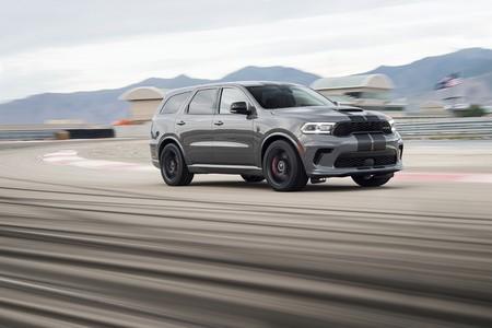 El Dodge Durango SRT Hellcat es un enorme SUV de siete plazas, 720 CV y capaz de remolcar casi 4.000 kg, por 80.995 dólares