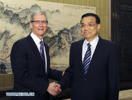 Tim Cook se entrevista con el viceprimer ministro de comercio chino Li Keqiang