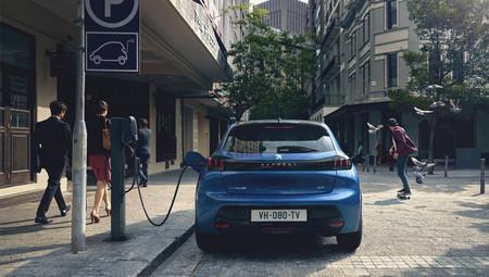 El Peugeot e-208 ya tiene precio para España: el utilitario eléctrico parte de los 29.850 euros
