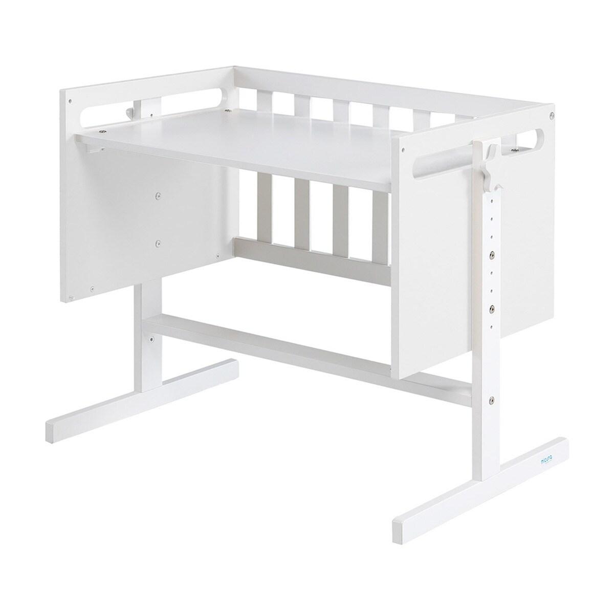 Minicuna convertible en escritorio, juguetero o sofá, según la necesidad del niño en su crecimiento.