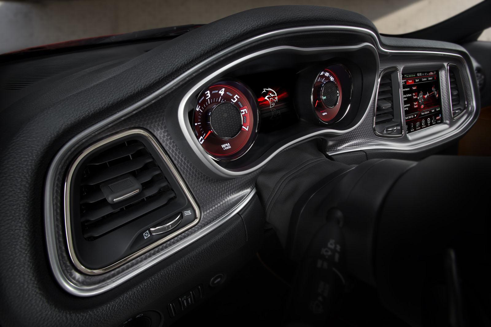Foto de 2015 Dodge Challenger SRT Hellcat (22/26)