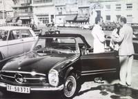 Julio Iglesias y su Mercedes  Pagoda
