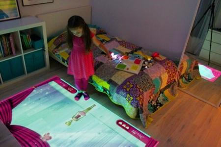 Lumo proyecta un entorno interactivo en suelos y paredes