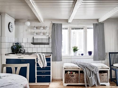 ¡Nos encanta el estilo navy! Una casa de pescadores en la costa sueca