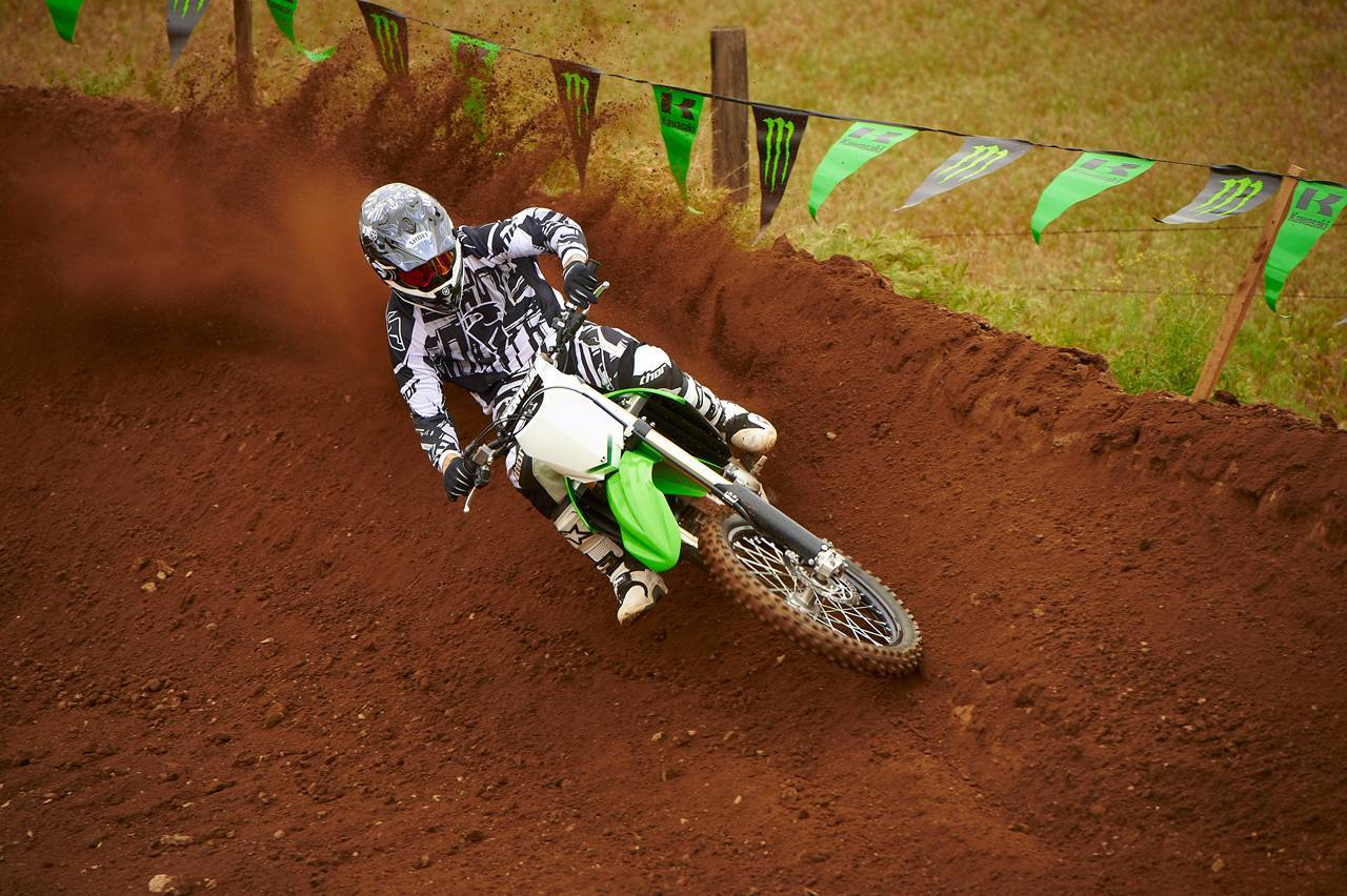 Foto de Nueva Kawasaki KX450F 2013: de la experiencia del AMA Supercross y Motocross a tu garaje (Acción) (29/42)