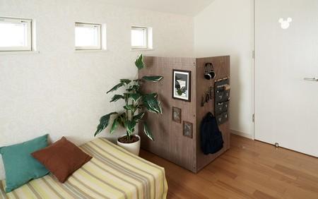 Panasonic ha creado un cubículo minimalista y elegante con el que puedes llevar la oficina a cualquier rincón del hogar