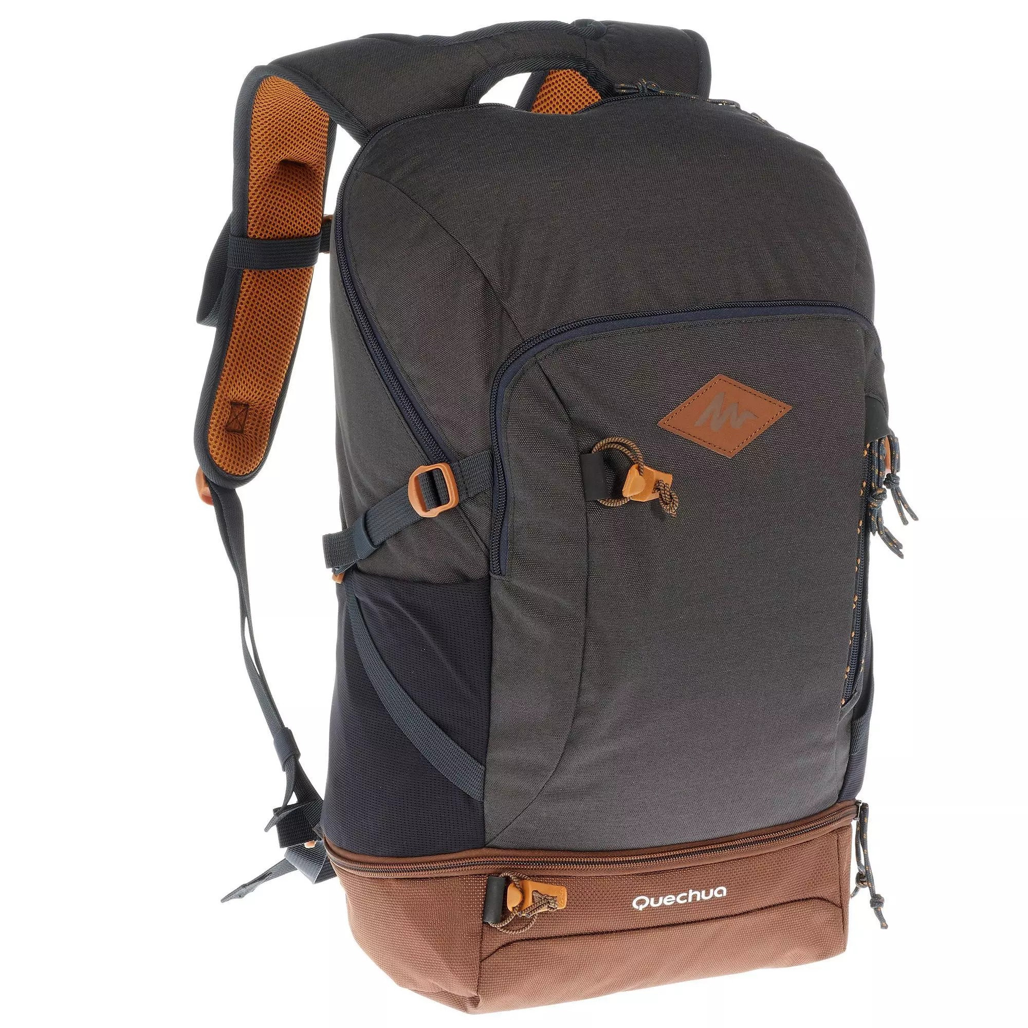 Nuestro equipo de practicantes ha concebido la mochila NH500 30 L para acompañar tus rutas de un día, por el bosque o el litoral, incluso bajo la lluvia.