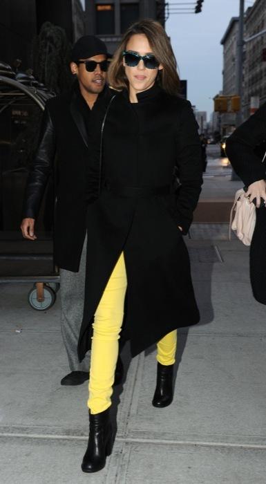 Jessica+Alba+Color+Pants+amarillo