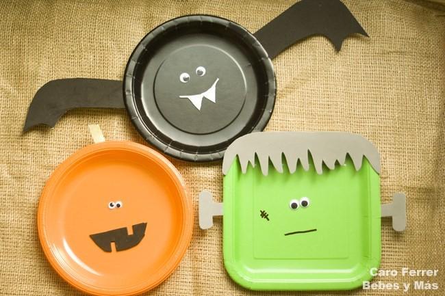 Manualidades sencillas de Halloween platos monstruosos para colgar en la pared
