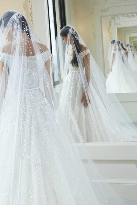459953737e ¡Atención novias! Recopilamos las tendencias en vestidos de novia del 2019  según la Semana de la Moda nupcial de Nueva York