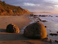Las extrañas rocas esféricas de Moeraki, que parecen huevos de dragón