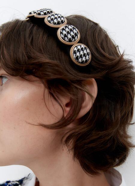 Uterqüe rebaja su colección de diademas: cinco modelos rompedores (y por mucho menos)