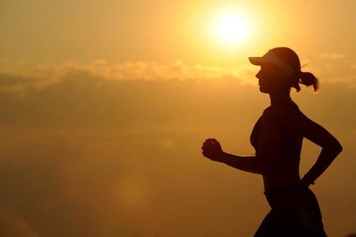 Entrenar de forma segura al aire libre en verano: cinco consejos en vídeo