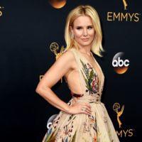 Kristen Bell sorprende con un escotadísimo diseño de Zuhair Murad en la alfombra roja de los Emmy