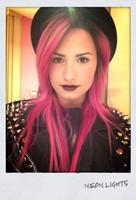 Demi Lovato tiñe su vida de color rosa chillón