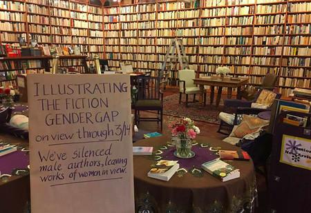 Esta librería ha conseguido visualizar la brecha de género en literatura con una preciosa metáfora visual